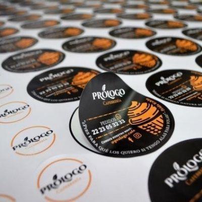 impresión de sticker troquelado